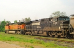 BNSF 5106 & NS 9355